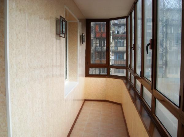 отделка балкона пластиком фото