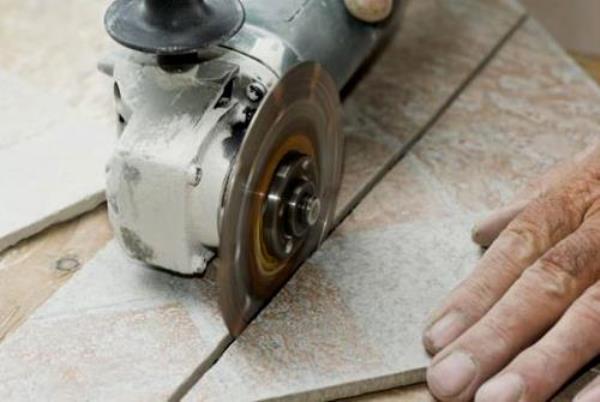 Роликовый стеклорез для резки плитки